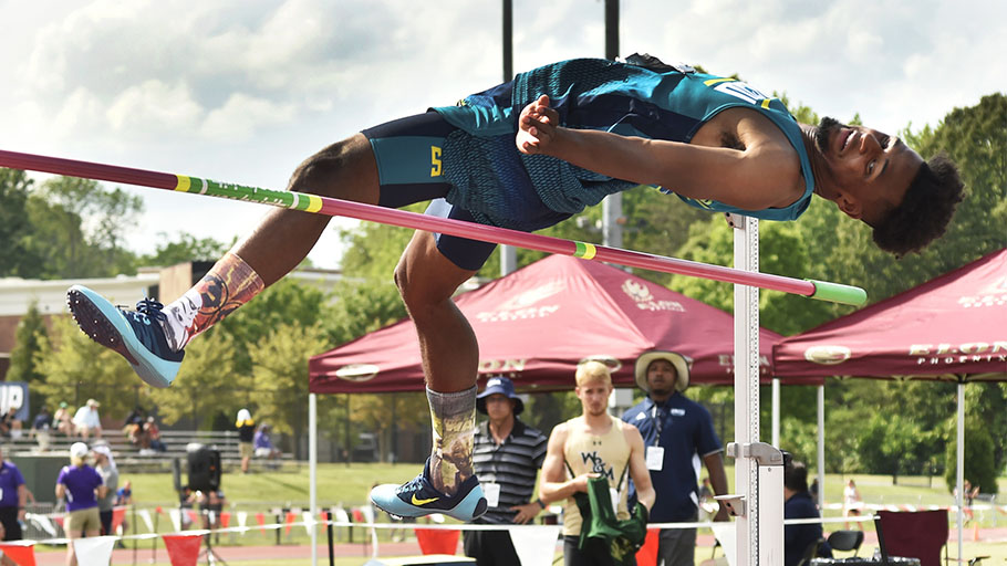 Moe Holmes in the middle of a high jump